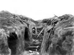 1917, Deux Canadiens à l'abris, après la prise de la crête de Vimy
