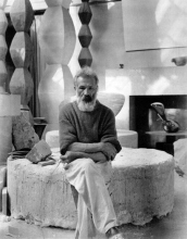 1933-34, Constantin Brancusi : Autoportrait dans son studio (© Succession Brancusi - All rights reserved ADAGP)