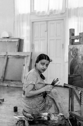 1937, Amrita Sher Gil at her easel, Simla, India - Photograph by Umrao Singh Sher Gil - Courtesy The Sher Gil Archives - PHOTOINK