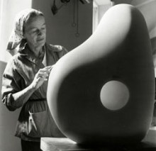 1958, Barbara Hepworth : Trewyn Studio, à St Ives (© Bowness)