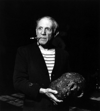 1944, Robert Capa : Pablo Picasso dans son studio,  Rue des Grands-Augustins à Paris
